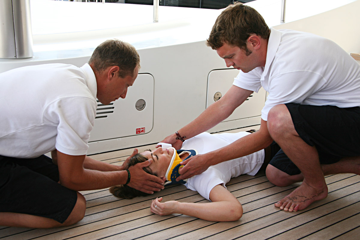 crew-assistance-on-yacht